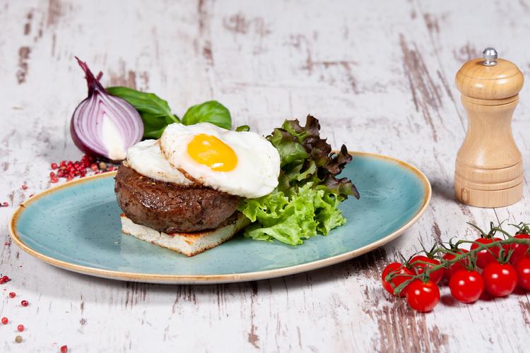 Steak tükörtojással