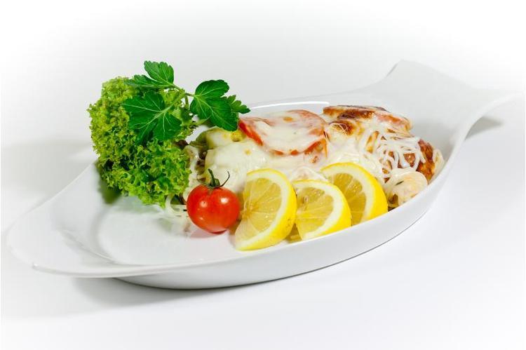 Kemencében sült sügér szelet, paradicsommal, mozzarellával petrezselymes burgonyával