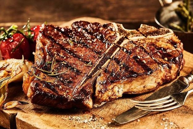 Grillezett T-bone steak  450 gr, házi steakburgonyával