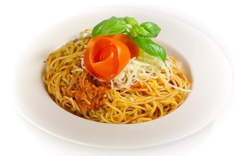 Bolognai spagetti, mozzarella sajttal