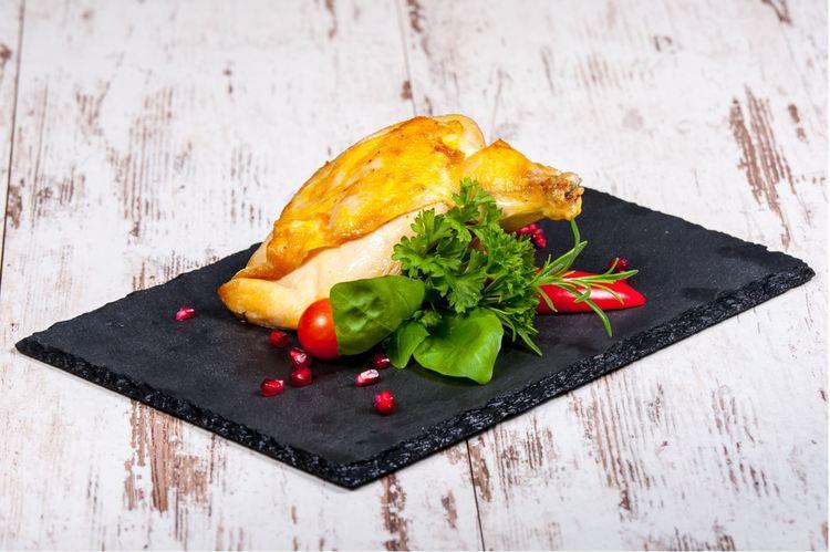 Szuvidált Supreme csirkemell vaslapon, zöldfűszeres borsmártással mennyei petrezselymes burgonyával
