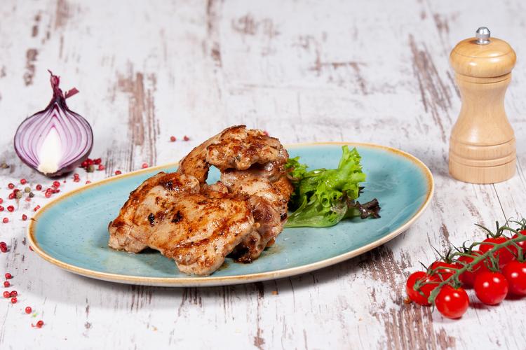 Görögösen fűszerezett, grill csirkecombfilé