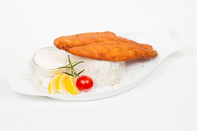 Sügér filé pankó morzsában jázmin rizzsel, remoulade mártással